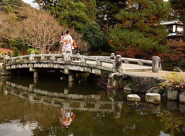 Reflections get me everytime. #kyoto #japan . . . . . . #mytinyatlas #travellerslife #traveldeeper #ladolcevita #beautifulplaces #seetheworld #travelphotographer #girlslovetravel #traveladdict #travelblogger #welltraveled #wearetravelgirls #fradonoinkyoto #globetrotter#beautifulmatters #neverstopexploring #geisha #wonderful_places #awesomepix #places_wow #stayandwander #iamatraveler #adventureisouthere #letsgosomewhere #beautifuldestinations#fradonoinjapan #reflectionpic #maruyama