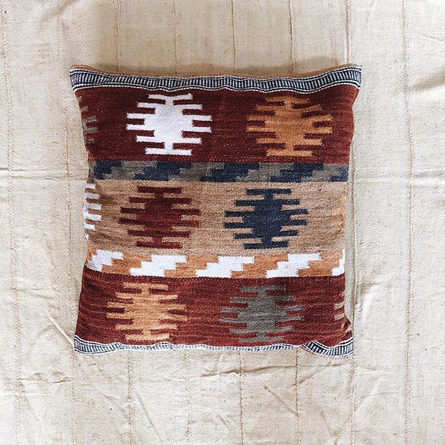 Just got all of the vintage throw pillows online ✨ I have made them available with or without the inserts to save on shipping costs. If you want 3 or more, email me to work out a lower price. // #roadtripshop #lakearrowhead #vintage #kilim #embroidery
