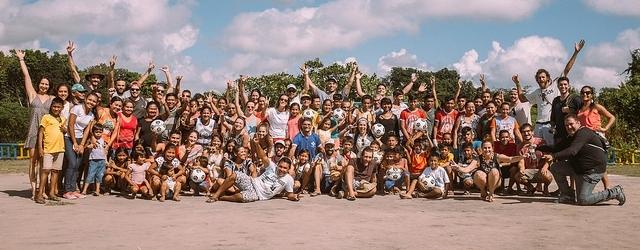 Foto coletiva para celebrar a conclusão do projeto #FutebolNoTapajós