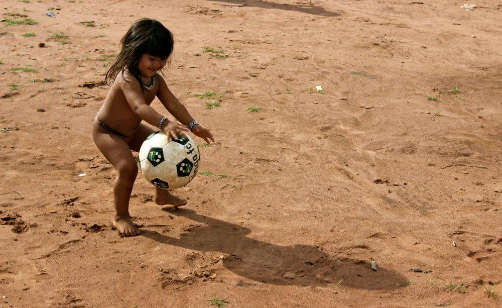 Criança e a bola I