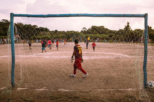 Vila de Suruacá, no Pará: tabelinha entre a reciclagem e o futebol.