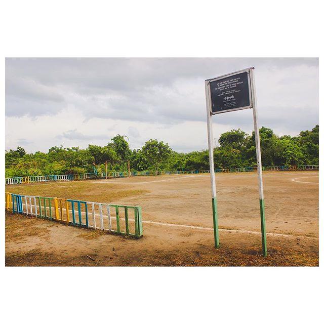 Para a série #CampinhosPorAí. Campo da escola local da comunidade de Suruacá, Rio Tapajós no Pará. O local recebeu apoio e reforma da Ginga.Fc em ação sócio-esportiva do projeto #FutebolNoTapajós. #GingaFc #Futebol #Bola #Tapajós #Pará #Brasil
