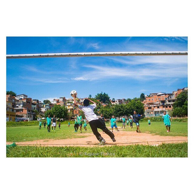 Se liga na foto que a @regianethahira fez durante nossa ação de fim de ano no campo do Ressaca, em Jandira/SP. Na próxima semana vamos postar o álbum completo de fotos. #GingaFc #Futebol #Penalty #Campinho #NatalFeliz #Jandira #SãoPaulo #Brasil