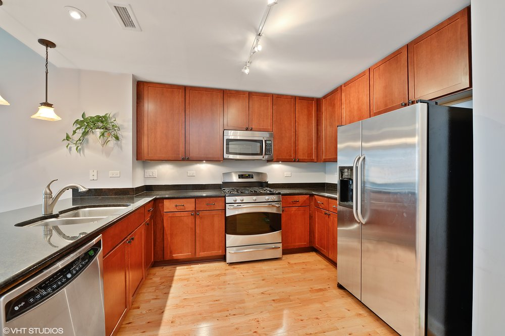 06_845Kingsbury_Unit411_177_Kitchen_HiRes.jpg