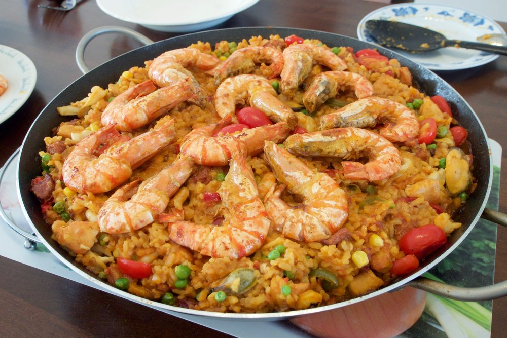 Homemade_Paella_with_lots_of_seafood.jpg