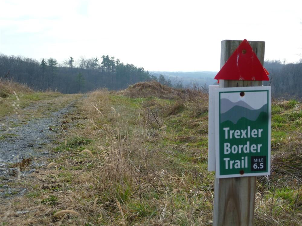 P1070340 trexler border trail.jpg