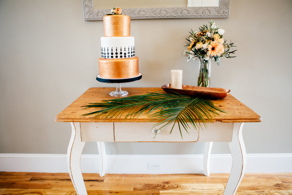 photo by laura memory photography                                                                                                                                                                                                                   cAke by love cake