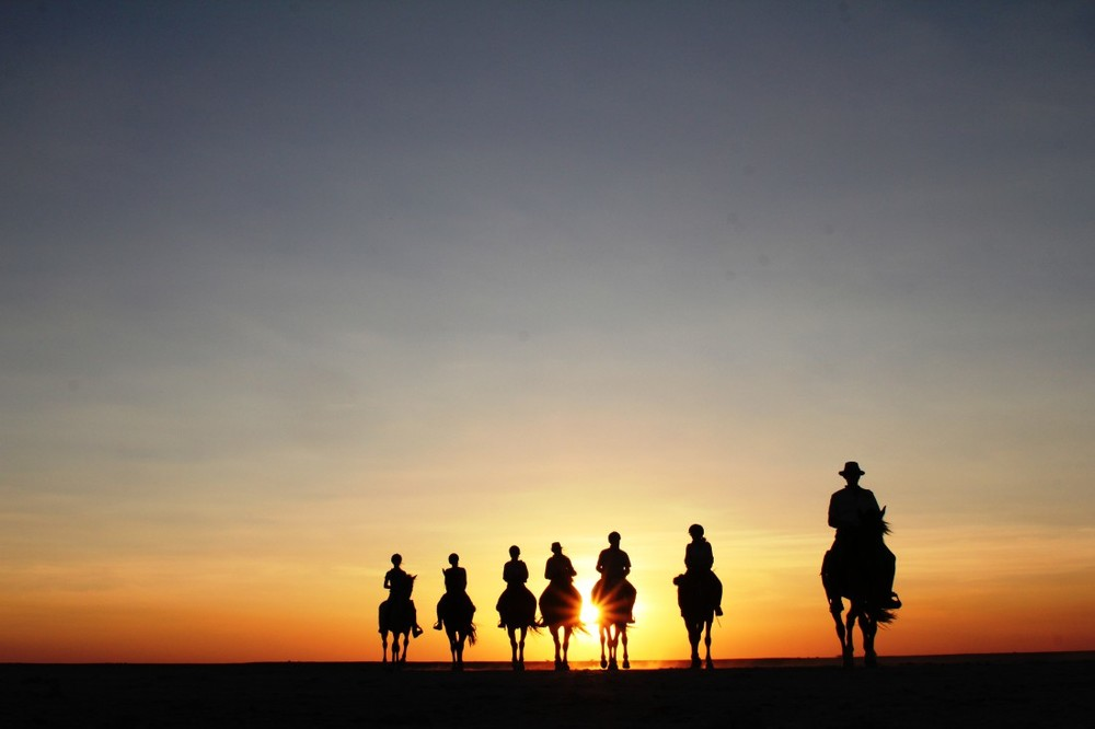 Sunset-Makgadikgadi-1100x733.jpg