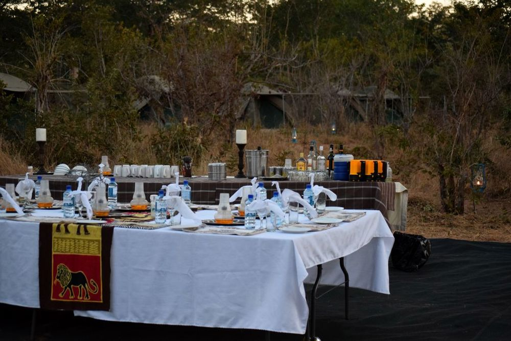 Dinning Table mobile safari.jpg