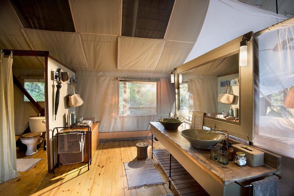 Pafuri_005_camp_luxury_tent_bathroom.jpg