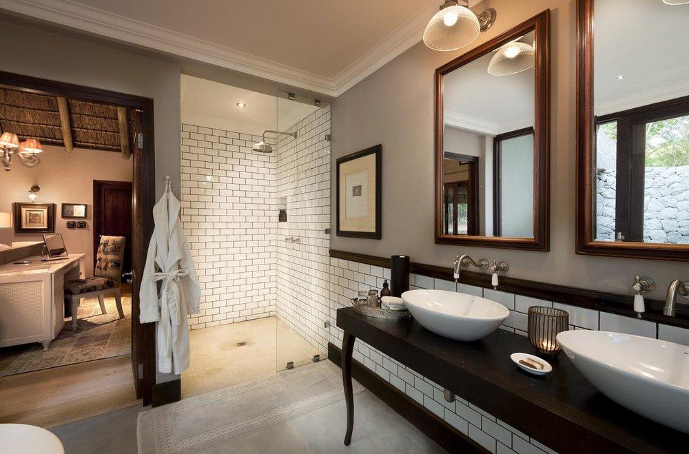 ngala_safari_lodge_-_bathroom_-_copy.jpg