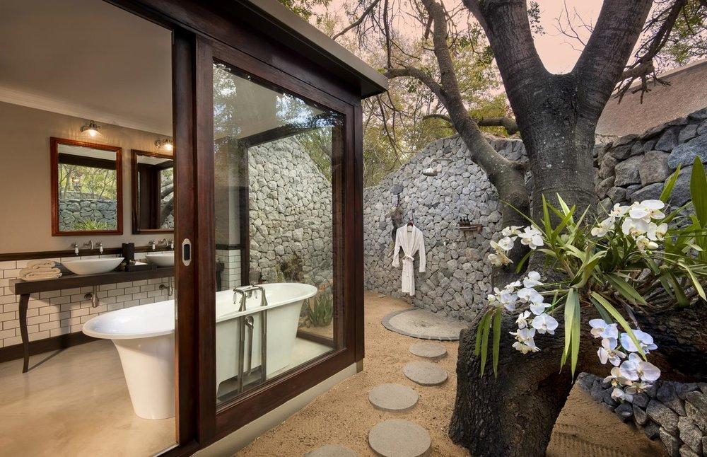 ngala_safari_lodge_-_bathroom_1_-_copy.jpg