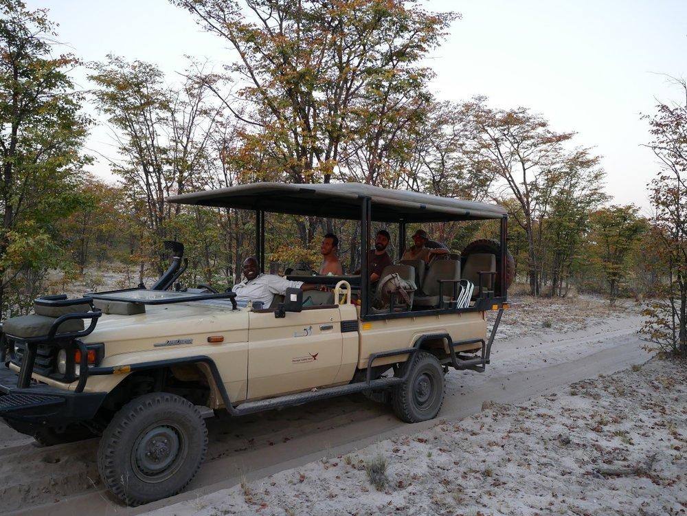 Einer der beiden Safari-Landcruiser der OGS