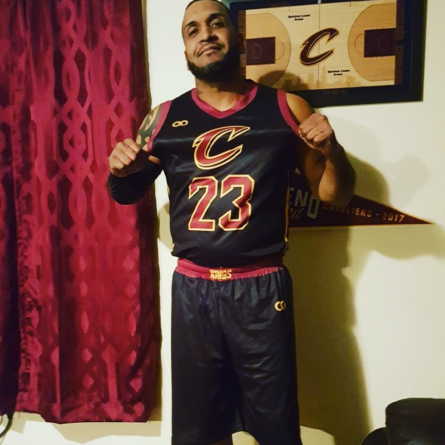 Cavs black red and yellow basketball uniform jersey and short