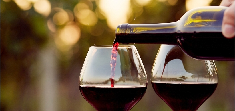 wine pour.jpeg