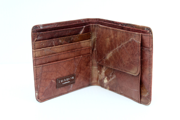 4. Vegan Wallets for Men - Ethical wallets made from the most sustainable materials such as cork, real leaves, pineapple leather and more.