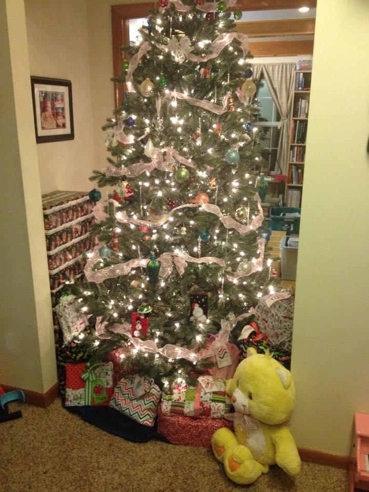 christmasfabricgiftbags-starmagnolias.jpg