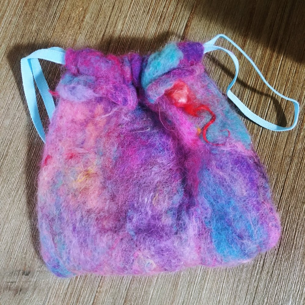Star Magnolias felt drawstring bag tutorial