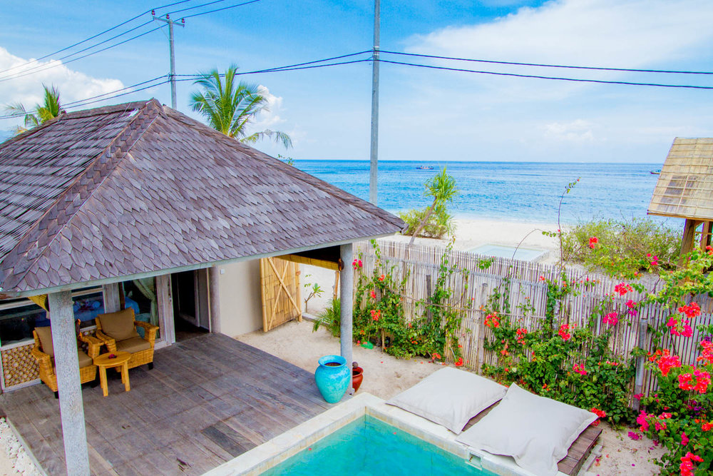 Beachfront bedroom with garden and pool - Avia Villa Resort Gili Meno
