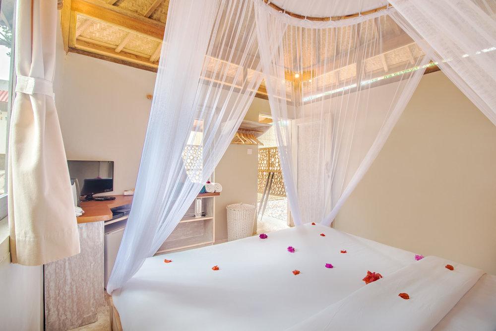 Romantic-bungalow.jpg