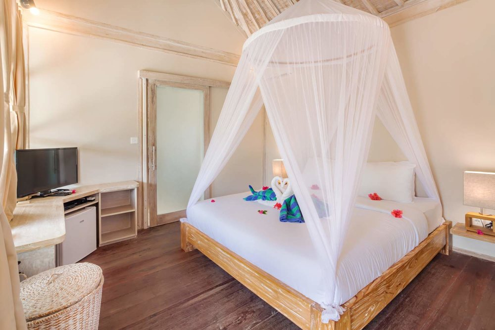 Huge bedroom -  Gili Meno