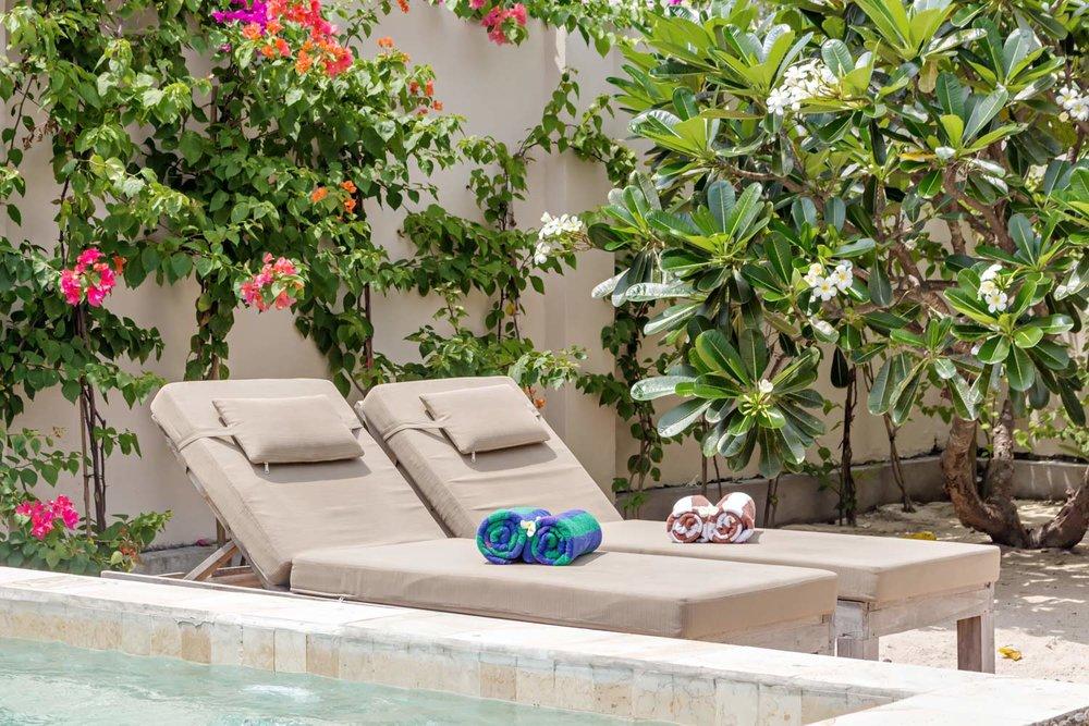 Sunbeds 2bedrooms villa Avia Villa Resort - Gili Meno