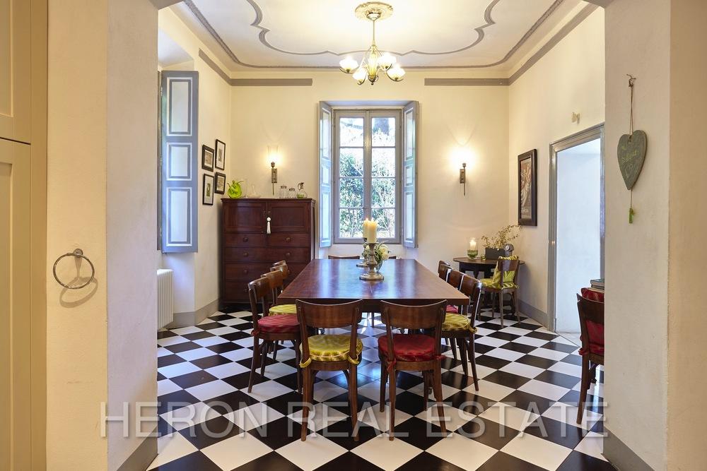 Laglio villa dining room