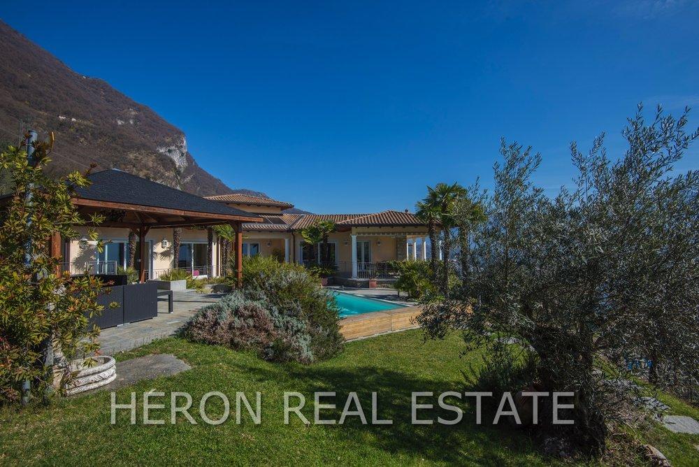 Villa mit Seeblick