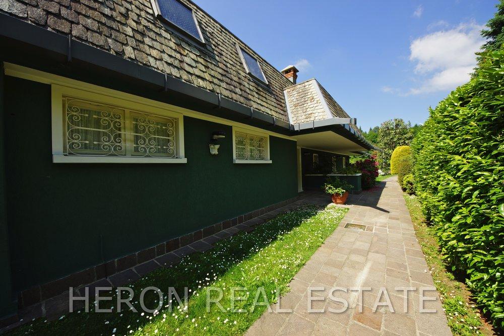 13 villa with park como.jpg