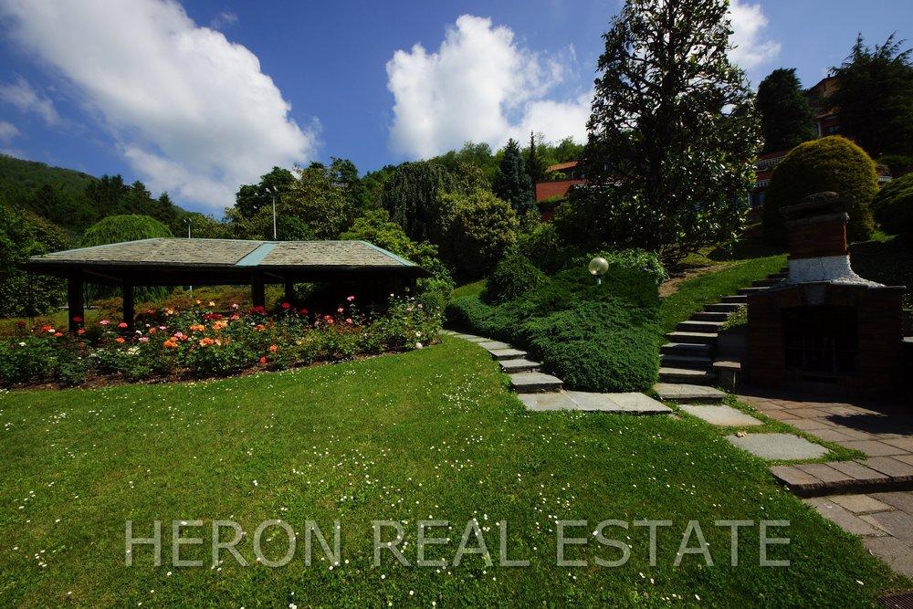7 modern villa como.jpg