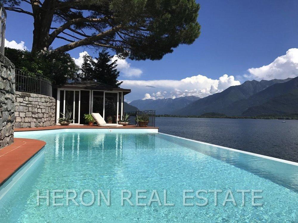 1 Villa Paola infinity pool.jpg