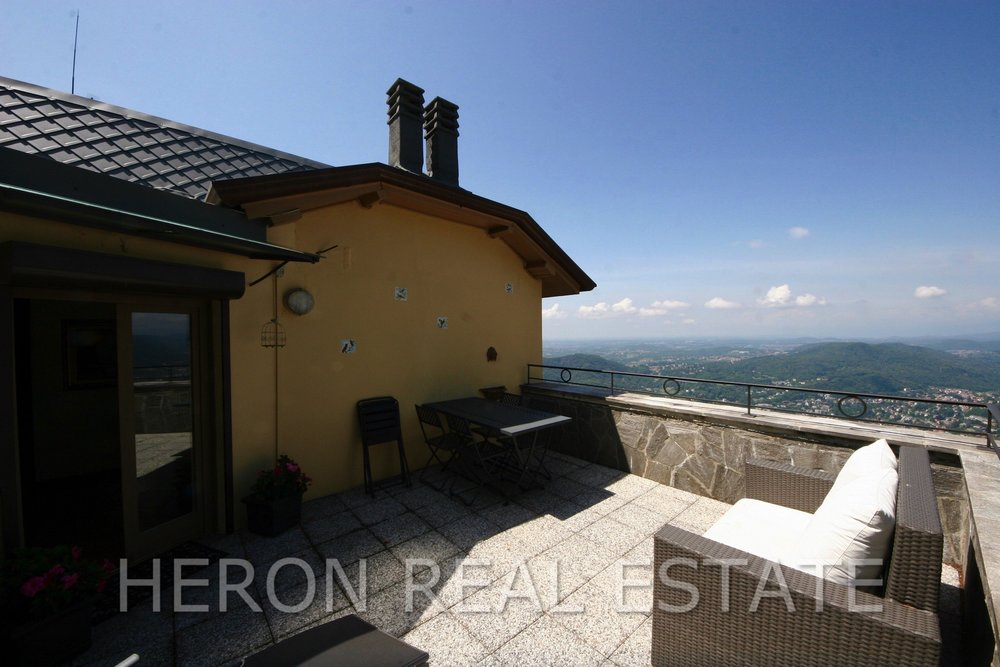 Brunate roof terrace.jpg