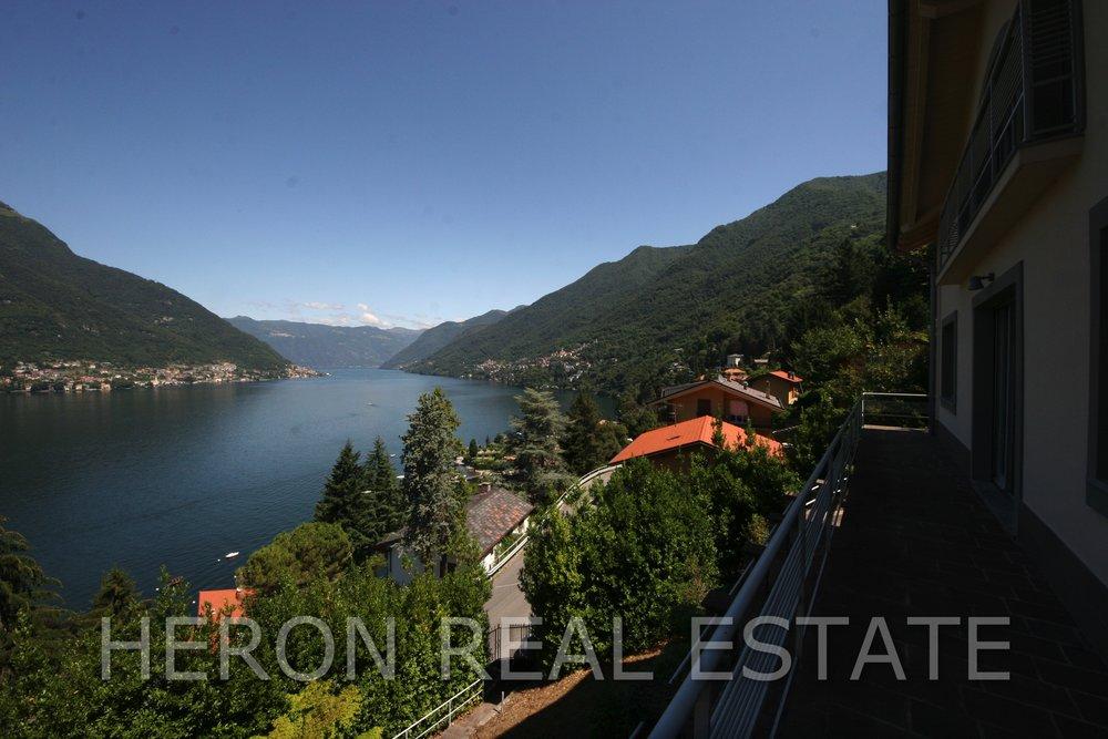 10 Balkon zum See.jpg