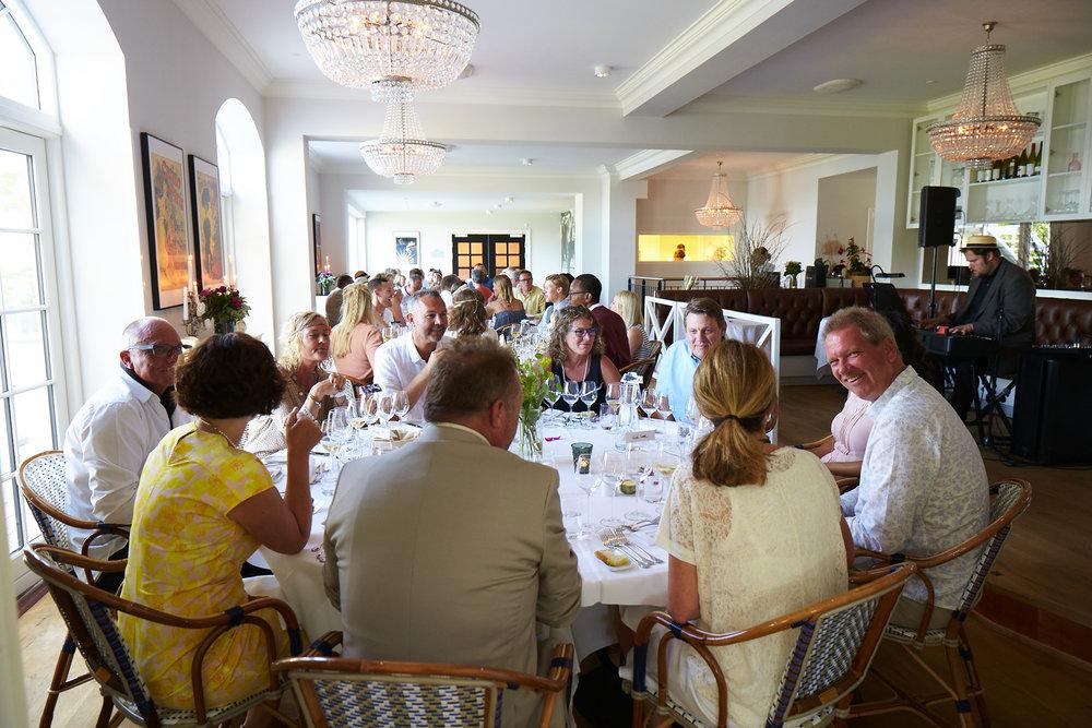 Gæster i restaurant.jpg