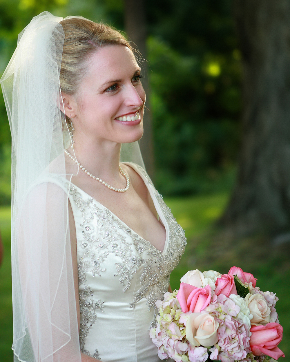bride with lovely pink flowers