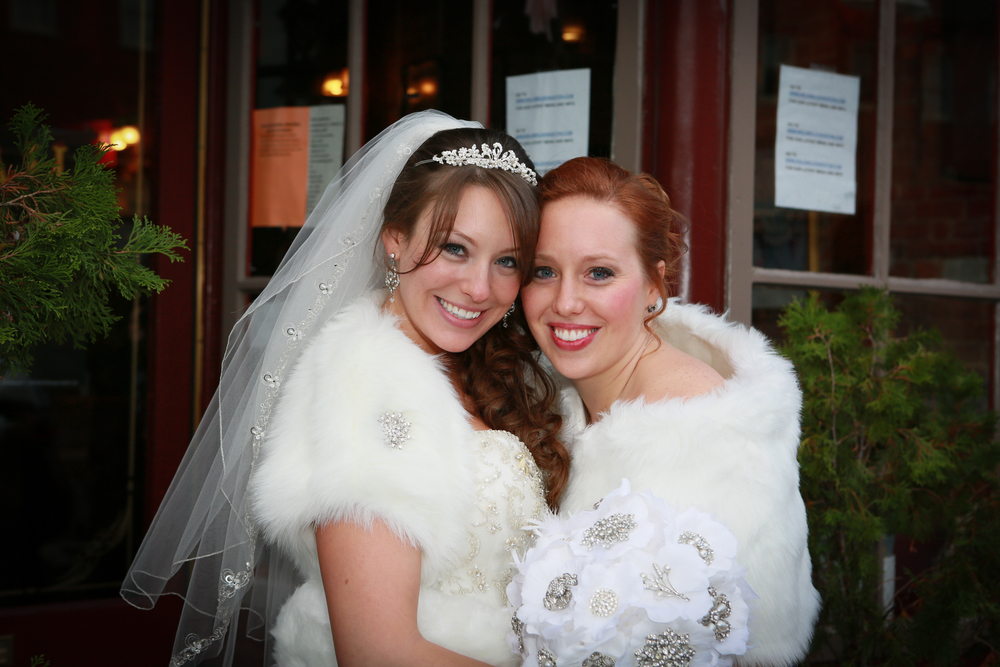 photo of bride and sister at Kingston wedding