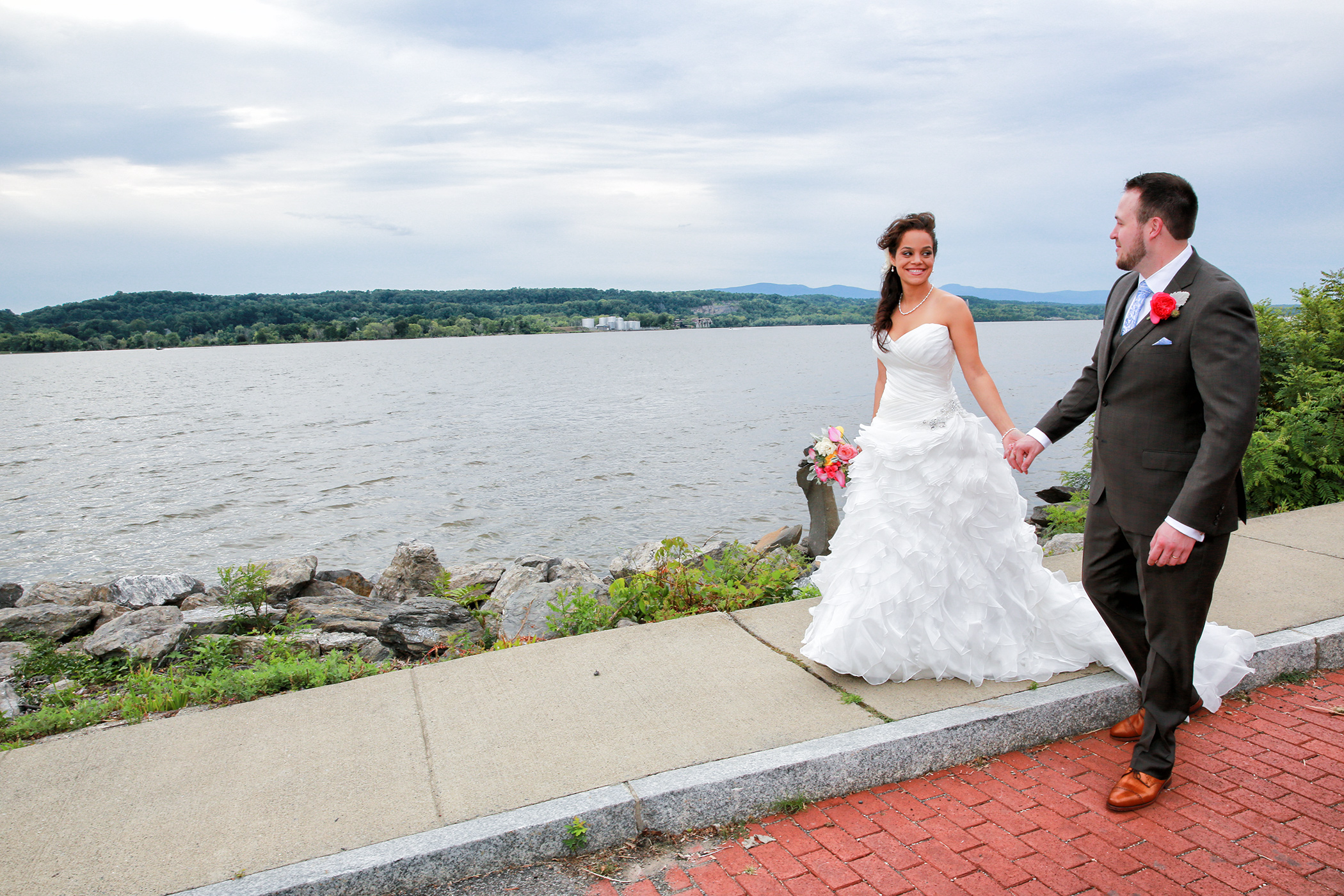 Rhinecliff wedding Photo along the Hudson River
