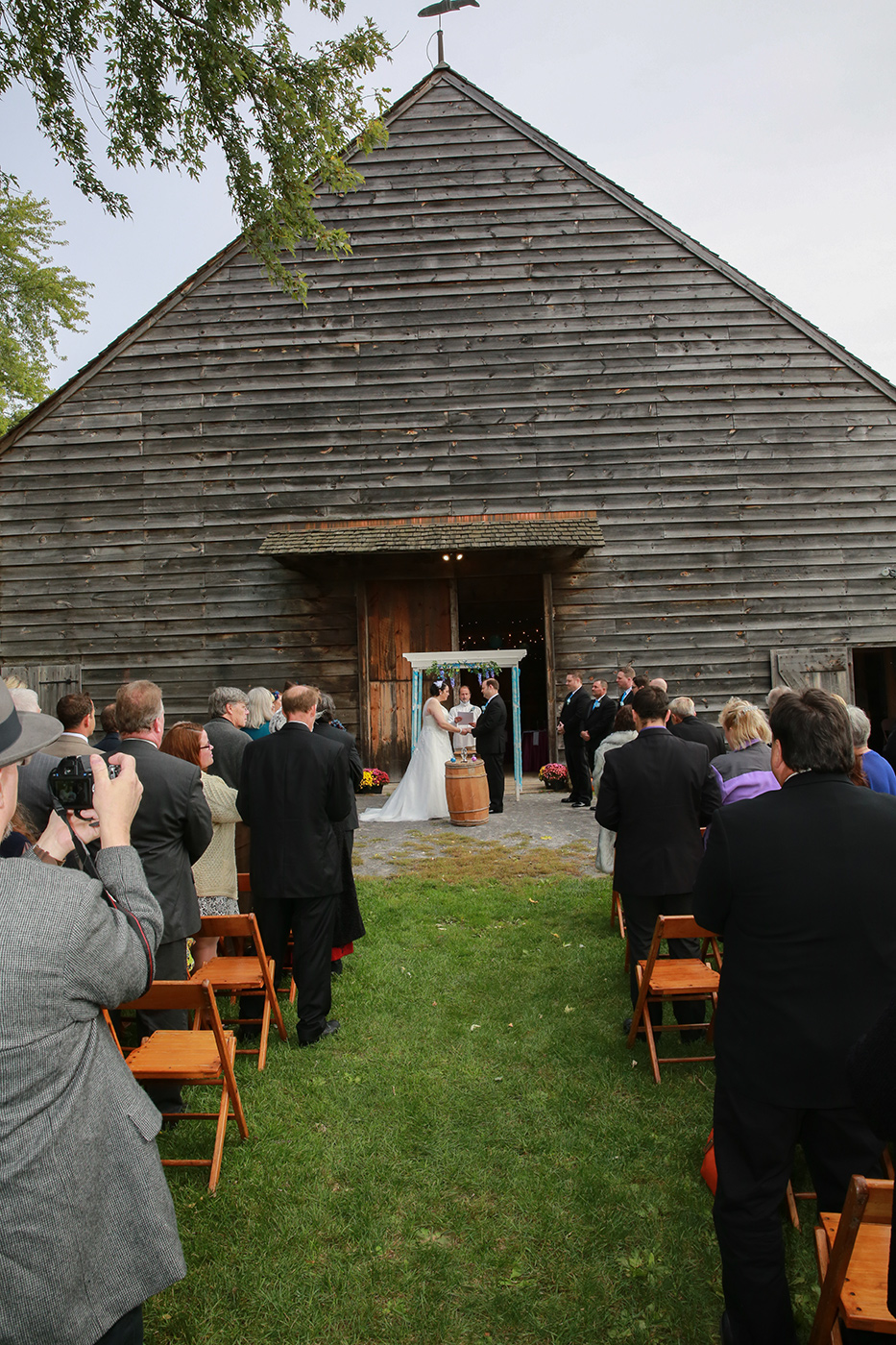 Aperture Photography at a Hudson Valley Barn wedding