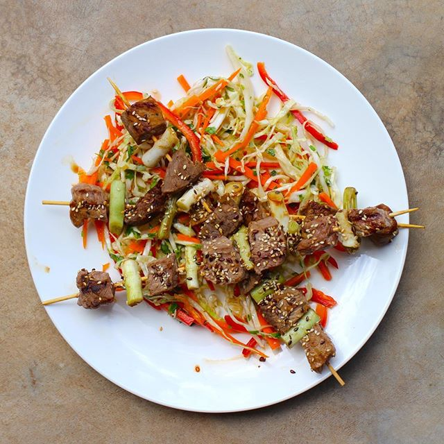 Beef Yakatori on a bed of Asian Slaw. Healthy, delicious, Real Food 🚚👩🏽🍳 #deliveredtoyourdoor #supportlocal #orderonline #thisisrealfood #glutenfree #healthyeatingmadeeasy