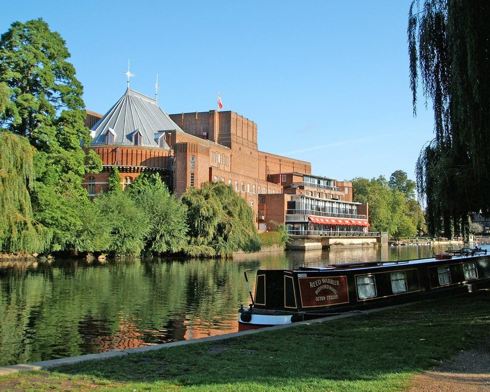 Royal_Shakespeare_Theatre_and_River_Avon2.jpg
