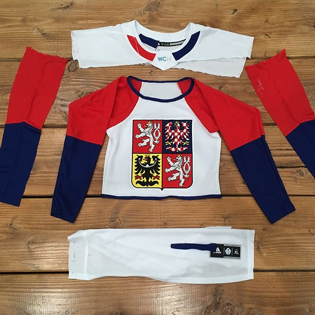 Totally rad @iihfhockey @czech_hockey_  jersey turned crop top. Custom creation by @_margaretburton_ and @sageakash #DIY #czechhockey #hockeyjersey #czechrepublic🇨🇿