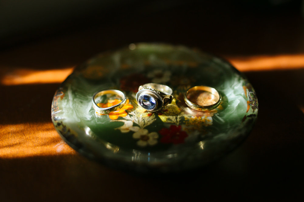 wedding-rings-detail-photo