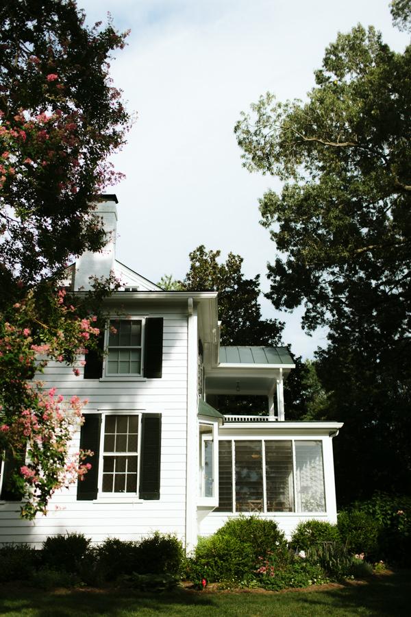 Pop-castle-richmond-outdoor-backyard-wedding-venue-22.jpg