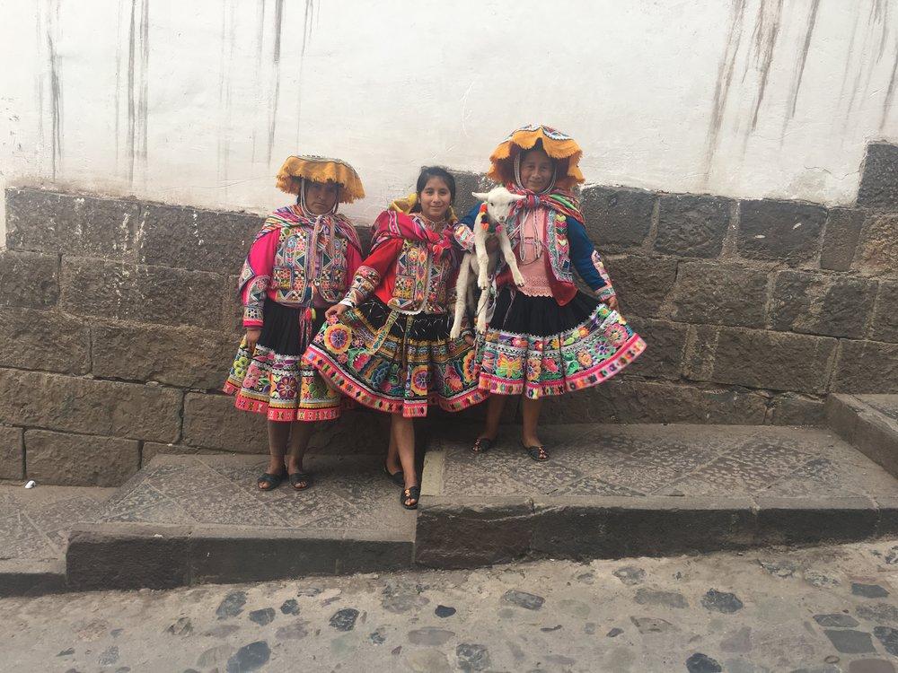 Cusco-Traditional Peruvian Women.JPG