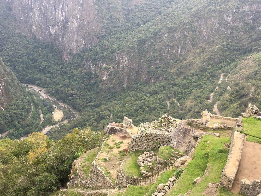 machu picchu cliff ruin