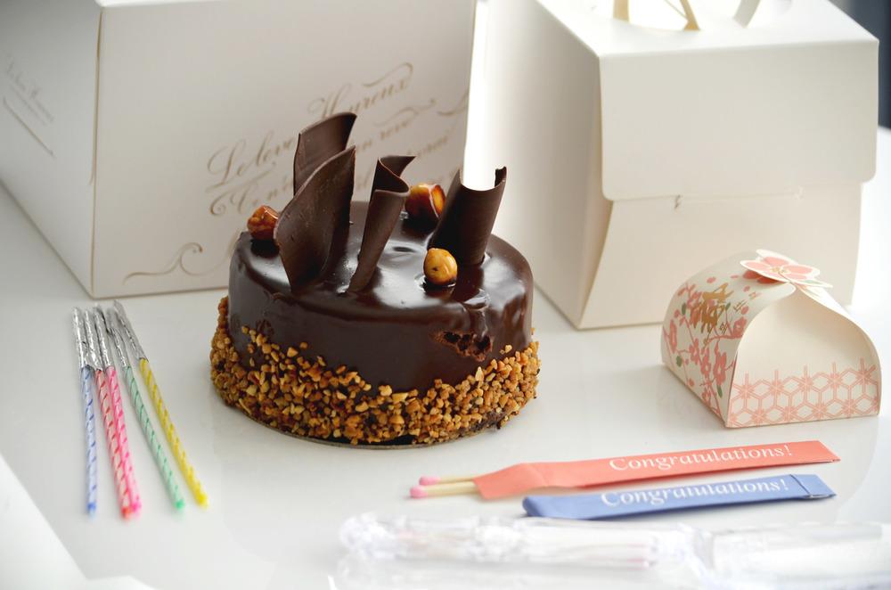 cake w: box 5.JPG
