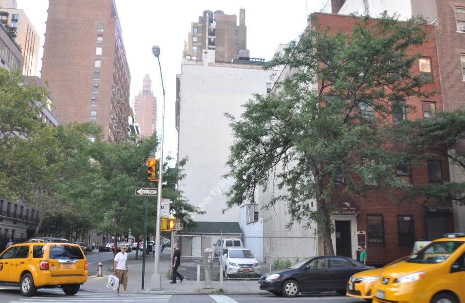140 LEXINGTON AVENUE, NY    $9,190,000    Corner Development site in Kips Bay