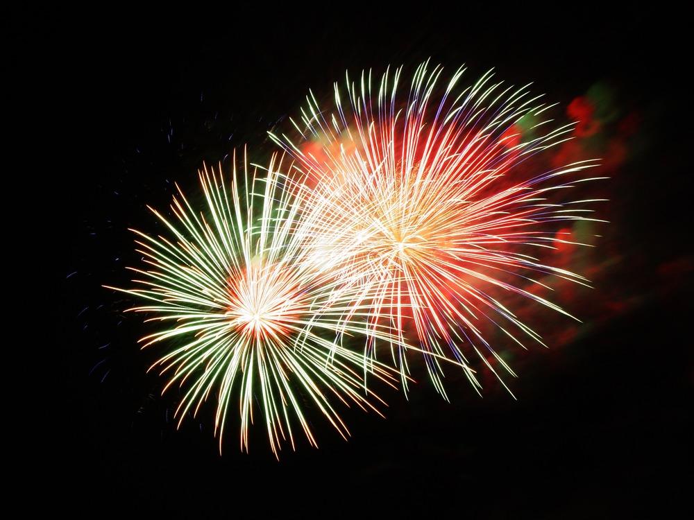 fireworks-227383.jpg