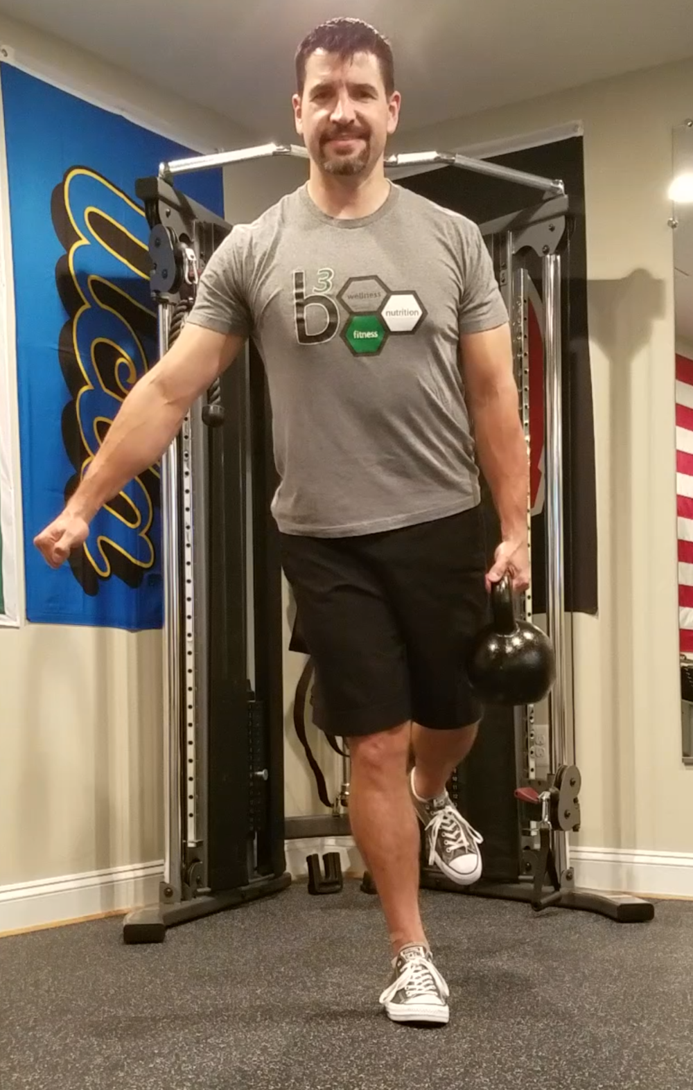 Contralateral Hold along the handle