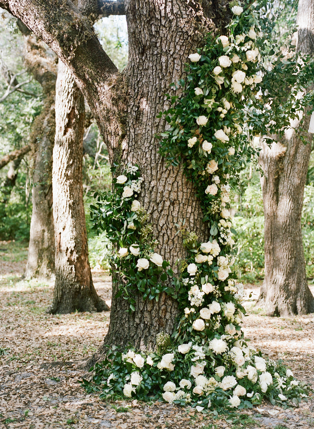 25-cascading-flowers-tree-trunk.jpg
